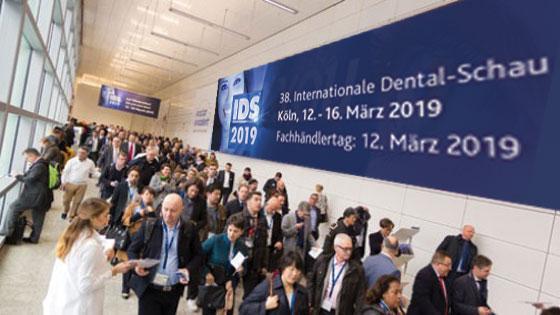 Direct Veneers International Dental Show. German Dentist Clinic Marbella San Pedro